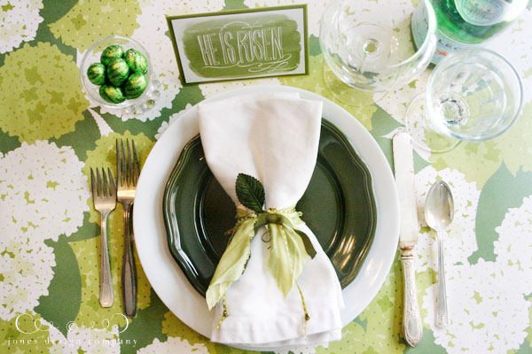 easter table setting with free easter printable / jones design company